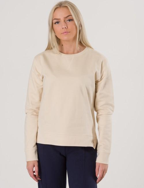 Kendall Collage - Otroligt bekväm och snygg tröja från MarQy Girl. En  stilren look som a95641b6a1b7b