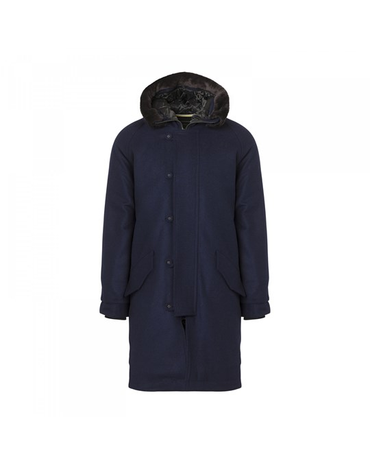 "Highboy Fur Navy - Hooded and duck tailed, Highboy is one of the true heroes of the Whyred wardrobe. This classic Parka coat with thick lining, a hood with a "" fake fur"", an inner pocket and two pockets at the front. Opens with a hidden two-way zipper in metal at the front."