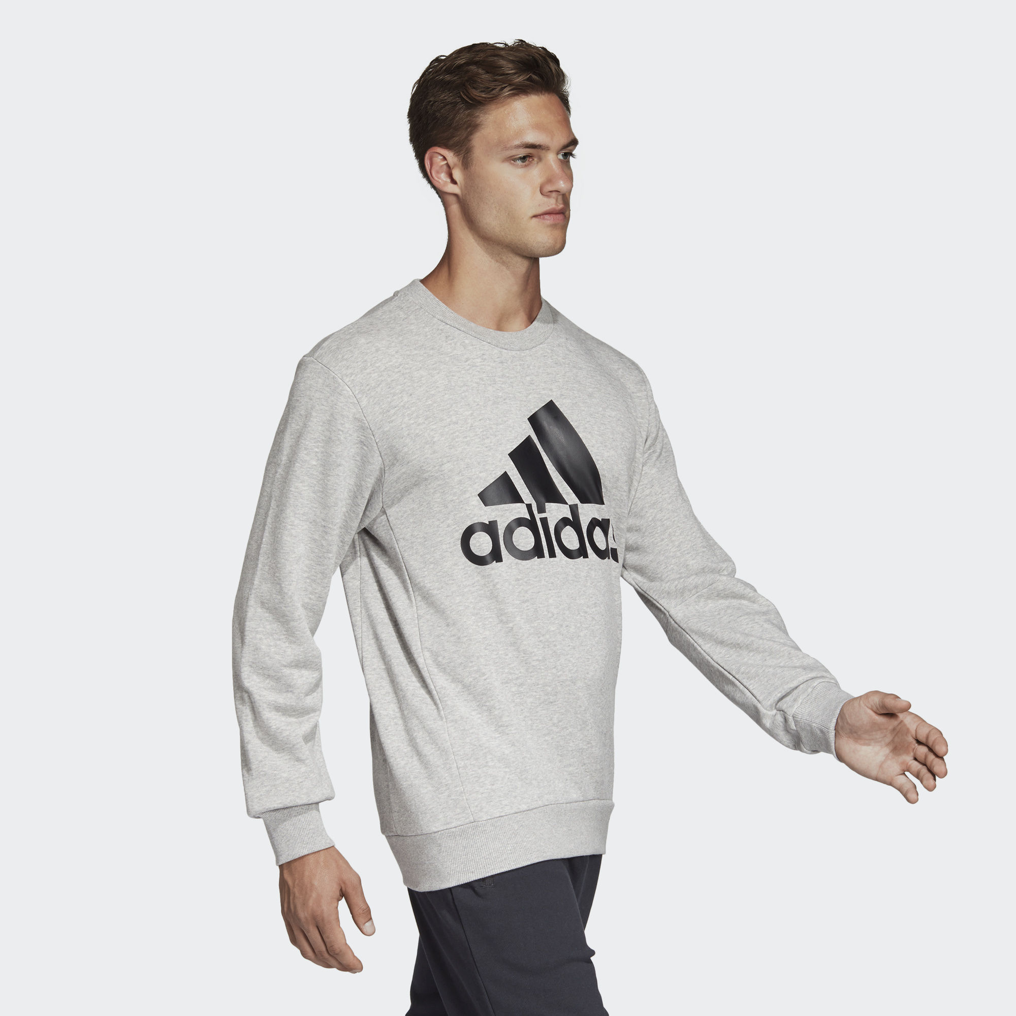 adidas Must Haves Badge of Sport Crew Sweatshirt Grau
