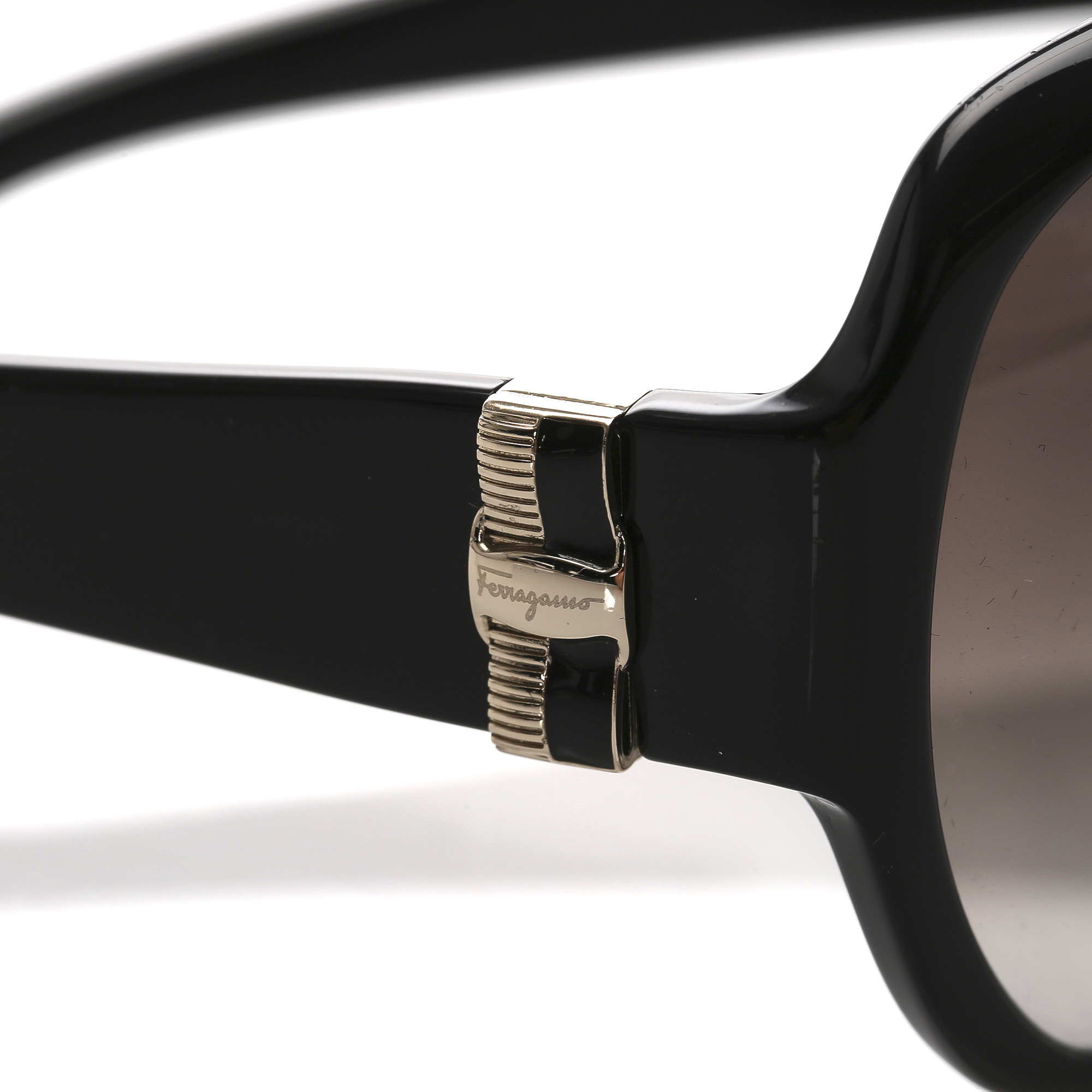 Ferragamo Round Tinted Sunglasses Black bis zu 70 % | AFOUND