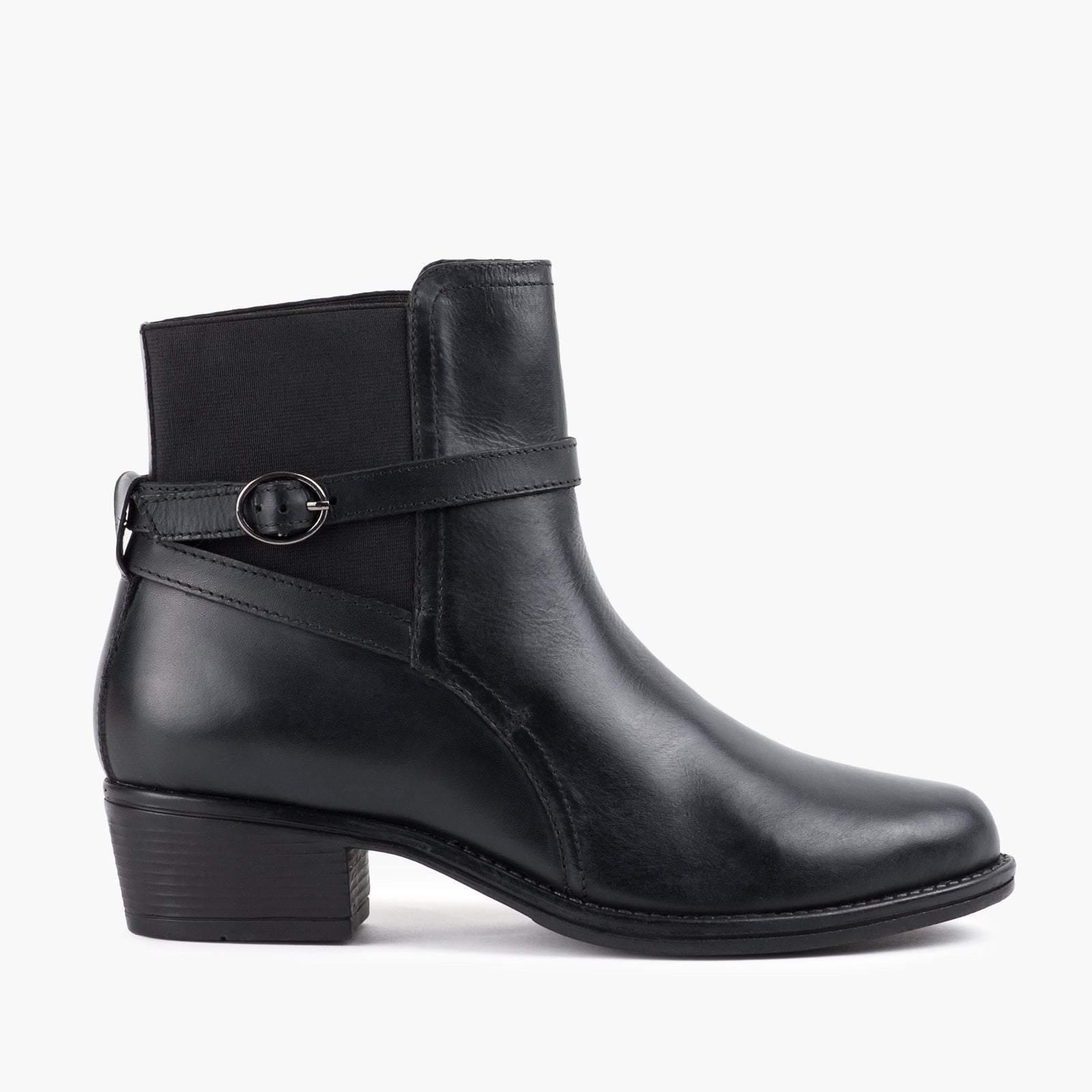 Ladies Black Strap Ankle Boot | Upp till 70% |